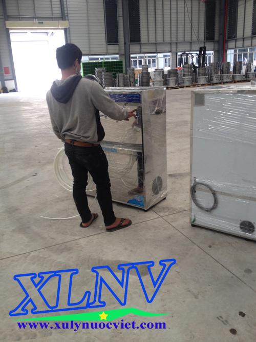 Kiểm tra máy nước uống nóng lạnh trước khi lắp đặt tại các nhà xưởng trong khu công nghiệp